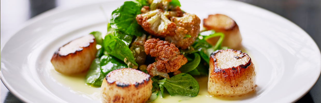 Seared scallops with spinach and cauliflowers; image used for HSBC Sri Lanka Premier Offers Wine and Dine page