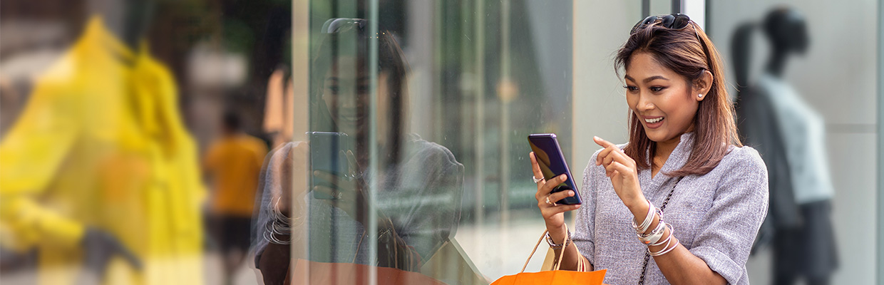 a woman is using mobile to check text message; image used for HSBC Sri Lanka ways to bank text alert