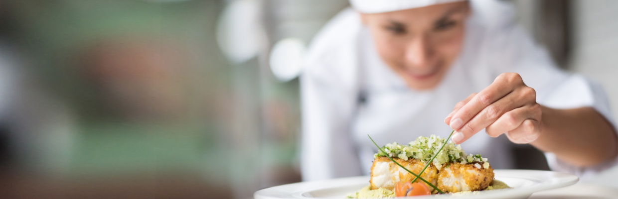 A female chief dressing up a delicate dish; image used for HSBC Sri Lanka credit card wine and dine offer page